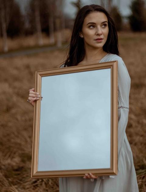 Mirror With Girls CB Background
